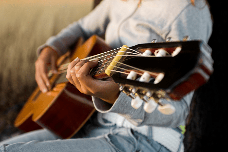How to play guitar in 10 steps